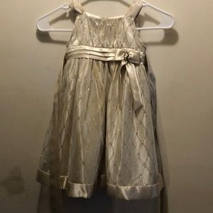 Beautiful flower girl dress. Size 4T